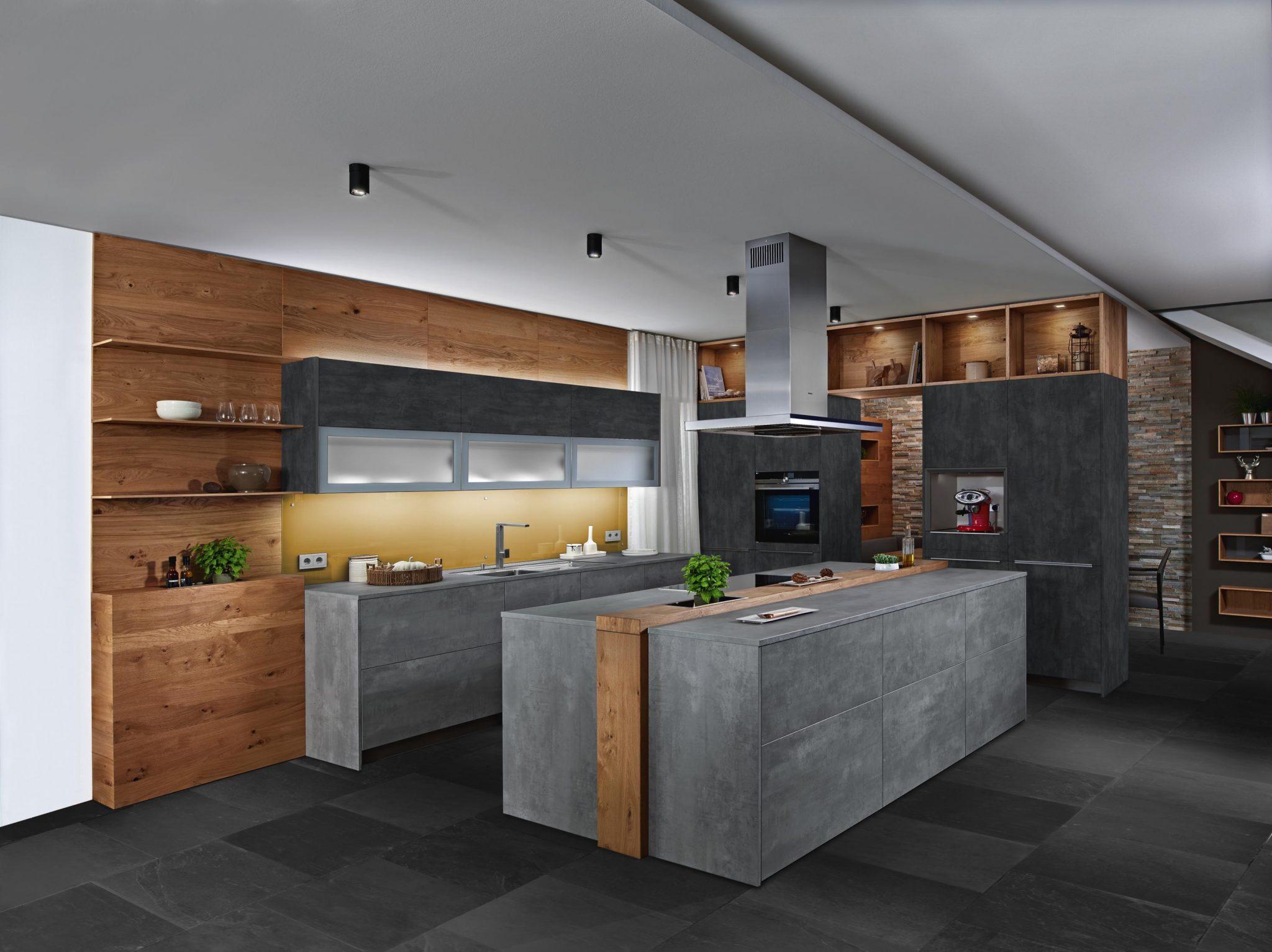 Die Mobelpolt Kuche Fronten Und Arbeitsplatte In Beton Dekor Mit Wildeiche Kombiniert Mobel Polt Mobelhaus